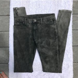 BDG mid-rise long zippered jeans Size 25